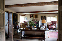 The low beamed ceiling, wide floorboards and antique furniture in the living room create an intimate and cosy atmosphere