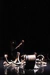 UN TERRAIN ENCORE VAGUE<br /> <br /> Chorégraphie : Hervé Robbe<br /> Sculptures : Richard Deacon<br /> Musique : Romain Kronenberg<br /> Lumière : François Maillot<br /> Danse : Johanna Lemarchand, Hervé Robbe<br /> Lieu : Réfectoire des moines, Fondation Royaumont<br /> Le 20/09/2013<br /> © Laurent Paillier / photosdedanse.com
