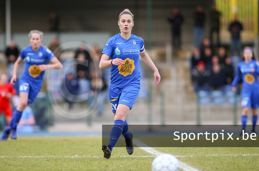 20191221 - WOLUWE: Gent's Sofie Vanhoore is in action during the Belgian Women's National Division 1 match between FC Femina WS Woluwe A and KAA Gent B on 21st December 2019 at State Fallon, Woluwe, Belgium. PHOTO: SPORTPIX.BE | SEVIL OKTEM