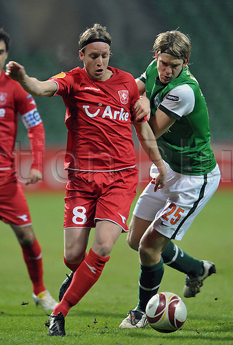 Bremen's Peter Niemeyer (R) fights for the ball with Enschede's Ronnie Stam during the Europa League last 32 second leg match Werder Bremen vs Twente Enschede at Weser stadium in Bremen, Germany, 25 February 2010. German Bundesliga club Bremen defeated Dutch side Enschede 4-1 and goes on to the round of the last 16. Photo: Carmen Jaspersen /Actionplus. Editorial Use UK.