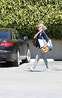 April 3 2014 Brentwood California Naomi Watts takes her children out for a playdate at the beach while she had lunch with a friend.  SP1/Starlitepics