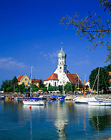 DEU, Deutschland, Bayern, Bayerisch Schwaben, Bodensee, Wasserburg: mit der Georgskirche | DEU, Germany, Bavaria, Bavarian Swabia, Lake Constance, Wasserburg: with St. George church