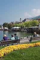 Italy, Veneto, Lake Garda, Torri del Benaco: small harbour at East Bank of Lake Garda, seaside promenade | Italien, Venetien, Gardasee, Torri del Benaco: kleiner Hafen am Ostufer des Gardasees, Seepromenade