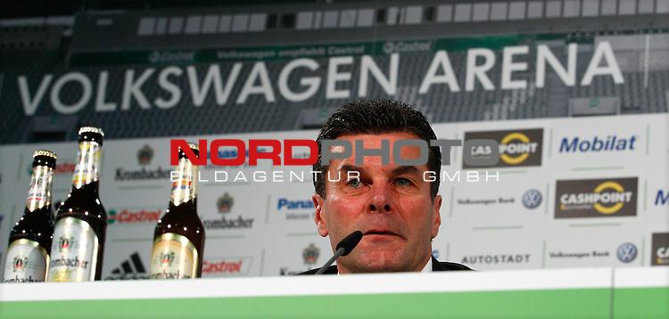 28.12.2012, Volkswagen Arena, Wolfsburg, Pressekonferenz beim VfL Wolfsburg mit Dieter Hecking und Klaus Allofs, im Bild Dieter Hecking (Trainer, VfL Wolfsburg)<br /> <br /> Foto &copy; nph / Sielski
