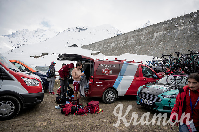 after the mountaintop finish of stage 13, at 2247m of altitude, Marco Haller (AUT/Katusha-Alpecin) refreshes himself before getting into the team van for a long transfer to the team hotel <br /> <br /> Stage 13: Pinerolo to Ceresole Reale/Lago Serrù (196km)<br /> 102nd Giro d'Italia 2019<br /> <br /> ©kramon