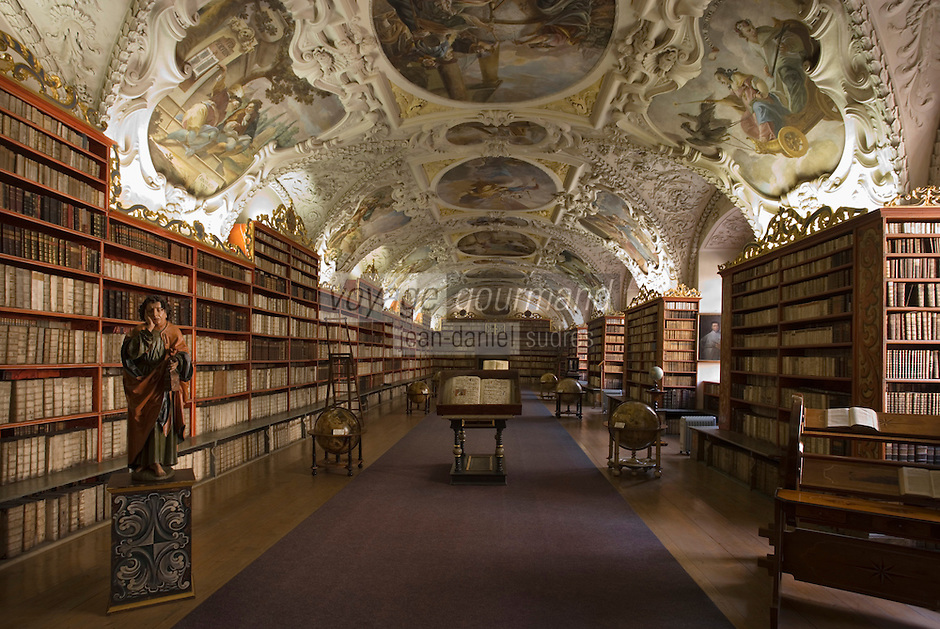 Europe/République Tchèque/Prague:Le château de Prague -quartier Hradcany -Le Couvent de Strahov-La célèbre bibliothèque-Salle  Théologique ,ornée de fresques illustrant  l'amour du savoir-Architecture Baroque