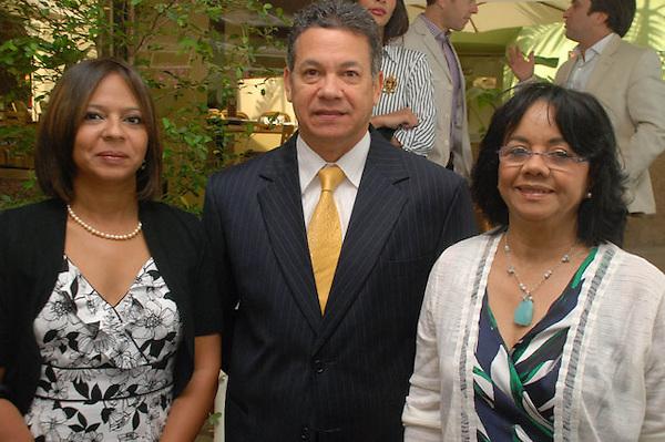 Anina del Castillo, Manuel Guerrero y Altagracia Paulino. Puesta en circulación libro de CEMEX