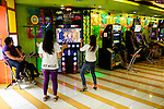 PHILIPPINES, Manila, Pasig City, shopping mall Robinson Galleria, game room / PHILIPPINEN, Manila, Pasig City, Einkaufszentrum Robinson Galleria, Spielhalle