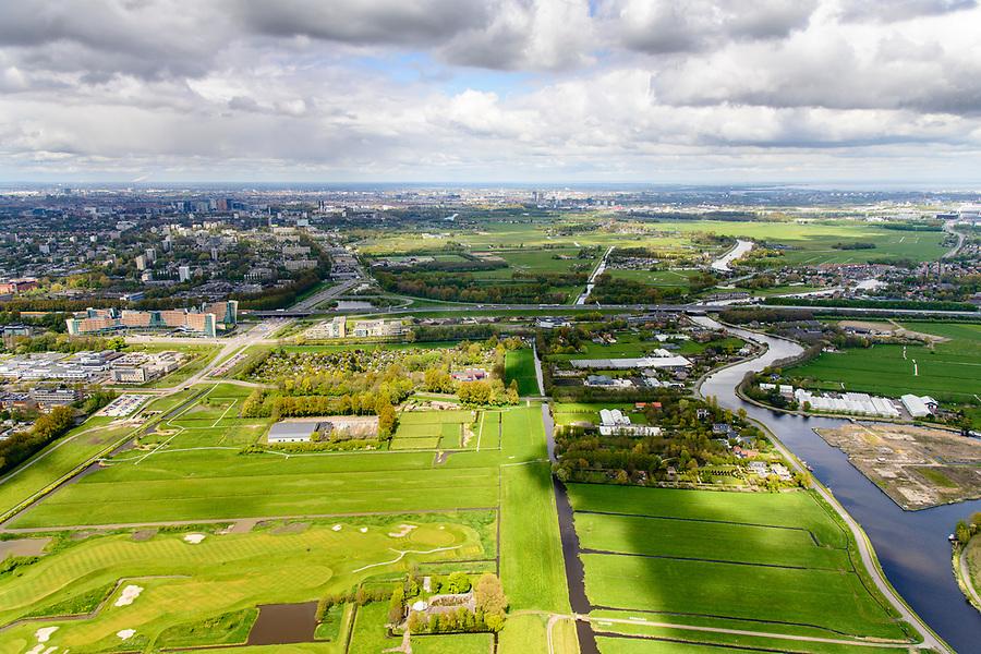 Nederland, Noord-Holland, Amstelveen, 28-04-2017; rivier de Amstel kruist Rijksweg A9 ter hoogte van Amstelveen, Amsteldijk-Zuid.<br /> River Amstel near Amstelveen.<br /> luchtfoto (toeslag op standaard tarieven);<br /> aerial photo (additional fee required);<br /> copyright foto/photo Siebe Swart