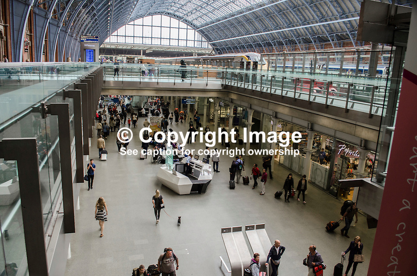 General view, shopping area, St Pancras Railway Station, London, UK. On the upper level to the right is from where the Eurostar trains to Continental Europe depart. A Eurostar train can be seen on the platform. 201609044285<br />