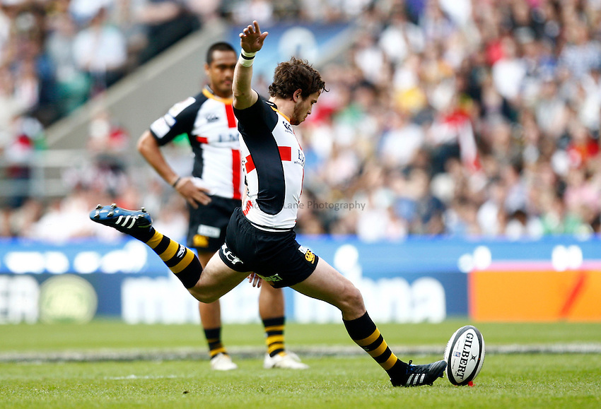 Photo: Richard Lane/Richard Lane Photography. London Wasps v Bath Rugby. The St. George's Day Game. Guinness Premiership. 24/04/2010. Wasps' Danny Cipriani kicks.