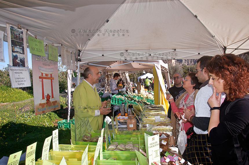 market garden in Palermo within community  garden .<br /> Ecomercato all'interno dell'orto urbano condiviso con prodotti biologici.