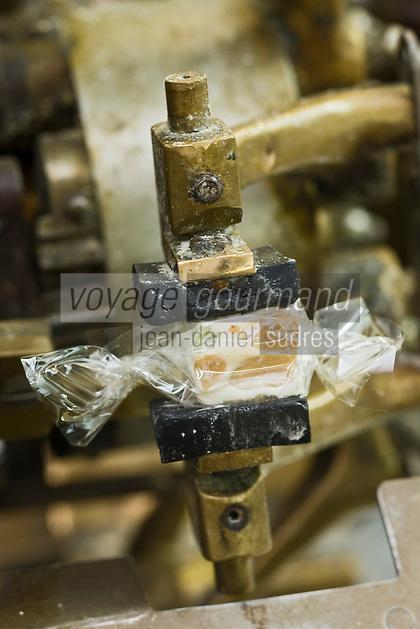 Europe/France/Rhône-Alpes/26/Drôme/Montélimar: Fabrication traditionnelle  du Nougat de Montélimar chez Eric Escobar - emballage