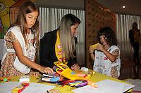 """SAO PAULO, SP, 10 DE MARCO 2012. ESPETACULO BOB ESPONJA, A ESPONJA QUE PODIA VOAR. Clara e Maria, filhas dos apresentadores Vera Viel e Rodrigo Faro, no espaco montado para as criancas brincarem antes da estreia para VIPS do espetaculo """"Bob Esponja, a Esponja que Podia Voar"""", no<br /> Credicard Hall, em Santo Amaro, regiao sul de SP, na tarde deste sabado, 10. (FOTO: MILENE CARDOSO - BRAZIL PHOTO PRESS)"""