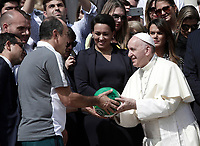 Papa Francesco riceve in dono un pallone dalla squadra brasiliana del Chapecoense al termine dell'udienza generale del mercoled&igrave; in piazza San Pietro, Citt&agrave; del Vatican. 30 agosto 2017.<br /> Pope Francis receives a ball as gift by member of Brazilian soccer team Chapecoense at the end of his wednesday general audience in Saint Peter's square at<br /> the Vatican on August 30, 2017.<br /> UPDATE IMAGES PRESS/Isabella Bonotto<br /> <br /> STRICTLY ONLY FOR EDITORIAL USE