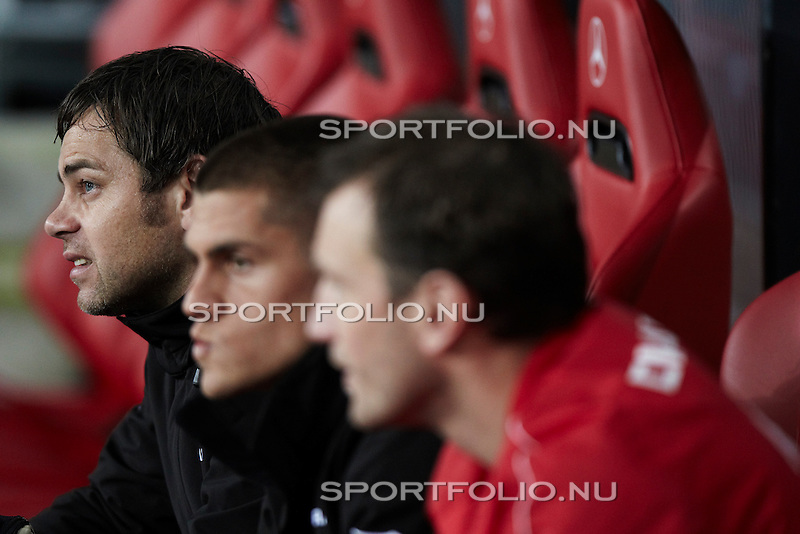 Nederland, Eindhoven, 30 oktober 2010 .Eredivisie .Seizoen 2010-2011 .PSV-FC Twente (0-1).Sander Boschker (doelman), keeper van FC Twente zit op de reservebank.