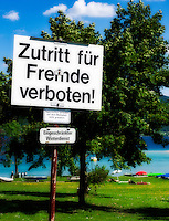 Prohibition Sign: Strangers not allowed | Verbotsschild: Zutritt fuer Fremde verboten