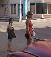 Crossing the street, Centro Habana