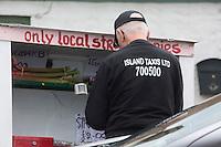 Royaume-Uni, îles Anglo-Normandes, île de Guernesey, Castel: Vente produits locaux sur le bord des routes // United Kingdom, Channel Islands, Guernsey island, Castel