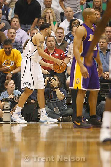 Salt Lake City - Utah Jazz vs. Los Angeles Lakers basketball, game three, NBA playoffs, Thursday April 23, 2009 at EnergySolutions Arena..chris detrick, Utah Jazz guard Deron Williams (8)