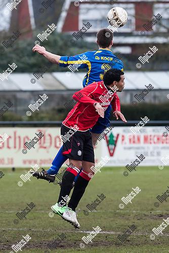 2013-03-03 / Voetbal / Seizoen 2012-2013 / KSK Retie-KFC Nieuwmoer/ Senne Smets (Retie) springt hoger dan Tyron Zchossiren (Nieuwmoer)..Foto: Mpics.be