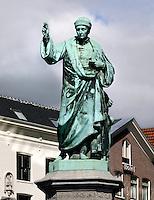 Beeld  in Haarlem van  Laurens Janszoon Coster; mede uitvinder van de boekdrukkunst
