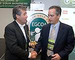 EGCOA congres: Don Rossi Award voor Marcel Welling (l) uit handen van Michael Hughes.