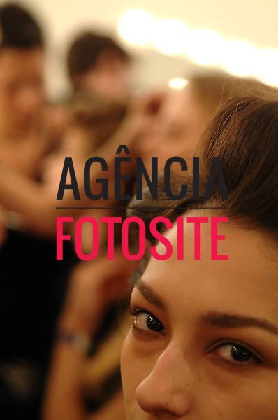 Sao Paulo, Brasil – 15/06/2007 - Backstage de Isabela Capeto durante o São Paulo Fashion Week  -  Verão 2008. Foto : Gustavo Scatena / Agência Fotosite