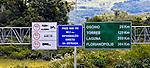 Placas de sinalização na Autoestrada Osório Freeway. Rio Grande do Sul.  Foto de Juca Martins.