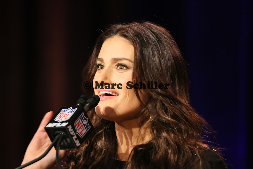 Sängerin Idina Menzel singt vor dem Spiel die Nationalhymne - Entertainment Pressekonferenz, Convention Center Phoenix