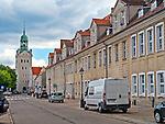 Szczecin, (woj. zachodniopomorskie), 15.07.2013.  Zamek Książąt Pomorskich w Szczecinie - w głębi wieża dzwonów. Widok od strony ulicy Korsarzy.
