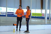 SCHAATSEN: LEEUWARDEN: 21-06-2016, ELFSTEDENHAL, Training Zomerijs, trainer/coach Rutger Tijssen (rechts) en assistent Wouter olde Heuvel, ©foto Martin de Jong