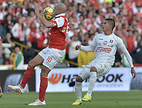 BOGOTÁ -COLOMBIA, 04-05-2014. Omar Perez (Izq) de Independiente Santa Fe disputa el balón con Cesar Arias (Der) del Once Caldas durante partido de vuelta por los cuartos de final de la Liga Postobón  I 2014 jugado en el estadio Nemesio Camacho el Campín de la ciudad de Bogotá./ Independiente Santa Fe player Omar Perez (L) fights for the ball with Once Caldas player Cesar Arias (R) during second leg match for the quarterfinals of the Postobon League I 2014 played at Nemesio Camacho El Campin stadium in Bogotá city. Photo: VizzorImage/ Gabriel Aponte / Staff