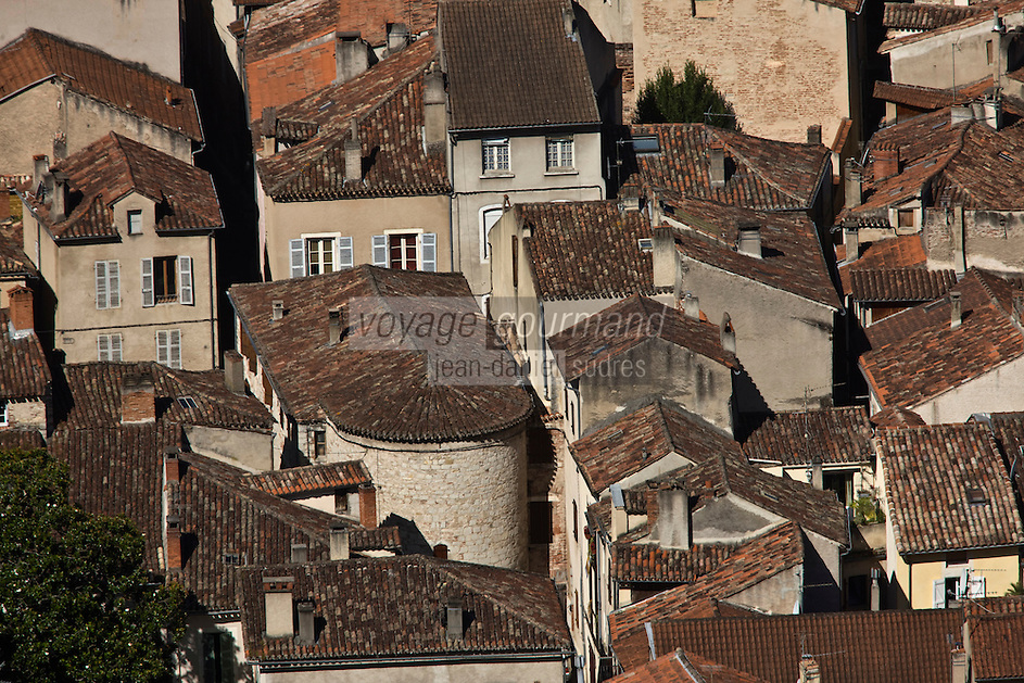 Europe/France/Midi-Pyrénées/46/Lot/Cahors:  vue sur les toits de la vieille ville et l'église St-Urcisse