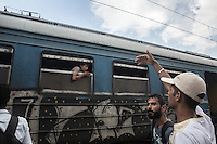 migranti alla partenza del treno<br />