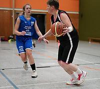 Anika Faßnacht (TV Groß-Gerau 2) gegen Spielertrainerin Claudia Konrad (Wallerstädten) - Wallerstädten 03.11.2019: SKG Wallerstädten vs. TV Groß-Gerau 2, Bezirksliga Darmstadt