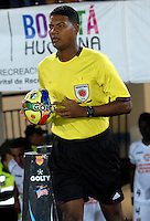 BOGOTA- COLOMBIA -19 -02-2014: Ulises Arrieta, arbitro, durante partido de la sexta fecha de la Liga Postobon I 2014, jugado en el Nemesio Camacho El Campin de la ciudad de Bogota./ Ulises Arrieta, referee during a match for the sixth date of the Liga Postobon I 2014 at the Nemesio Camacho El Campin Stadium in Bogota city. Photo: VizzorImage  / Luis Ramirez / Staff