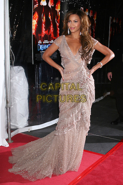 "BEYONCE KNOWLES.The ""Dreamgirls"" premiere at the Ziegfeld Theatre in New York City, NY, USA..December 4th, 2006.full length hands on hips purple lilac sheer chiffon sparkly dress ruffles layers layered.CAP/IW.©Ian Wilson/Capital Pictures"