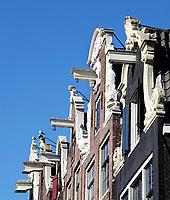 Nederland Amsterdam 2018.  Hijsbalken van huizen aan de Brouwersgracht.   Foto Berlinda van Dam / Hollandse Hoogte