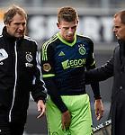 Nederland, Zwolle, 11 november  2012.Eredivisie.Seizoen 2012-2013.PEC-Zwolle-Ajax.Toby Alderweireld van Ajax valt uit met een blessure