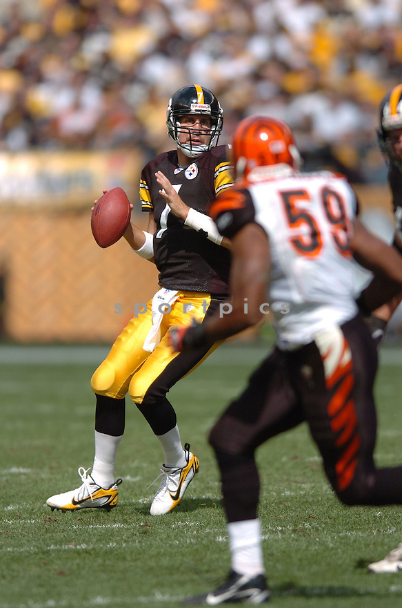 BEN ROETHLISBERGER, of the Pittsburgh Steelers in action,against the  Cincinnati Bengals on September 24, 2006 in Pittsburgh, PA..Bengals win 28-20..Tomasso DeRosa / SportPics.