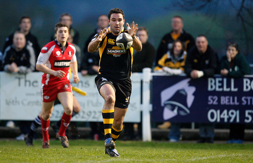 Photo:Richard Lane/Richard Lane Photography. London Wasps A v Gloucester United. Guinness A League. 09/04/2009. Wasps' Jeremy Staunton gathers the ball from his kick ahead to score a try.
