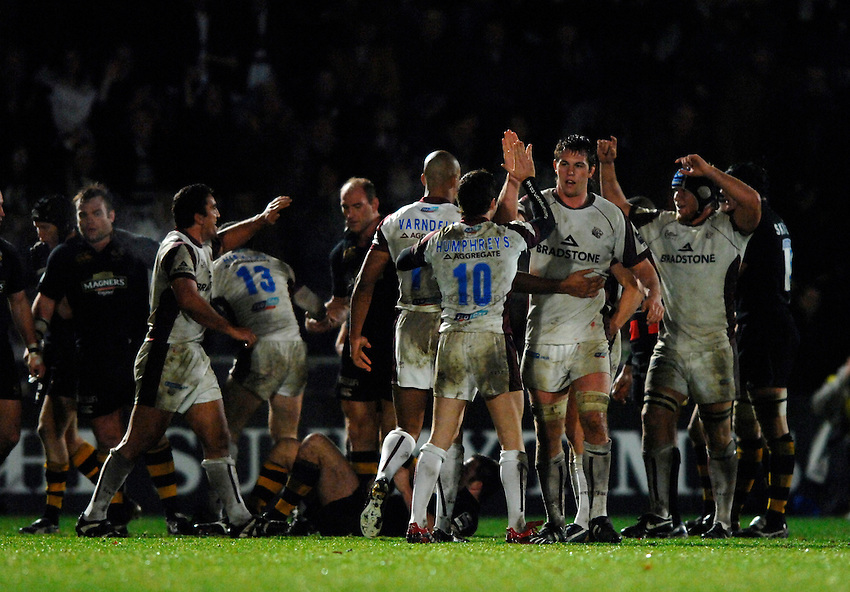 Photo: Richard Lane..London Wasps v Leicester Tigers. Guinness Premiership. 26/11/2006. .Tigers' celebrate victory.