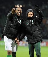 FUSSBALL   1. BUNDESLIGA   SAISON 2011/2012    16. SPIELTAG SV Werder Bremen - VfL Wolfsburg          10.12.2011 NALDO (li) und WESLEY (re, beide Werder Bremen) freuen sich nach dem Abpfiff