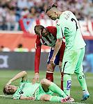 Getafe's Carlos Vigaray (l) injured in presence of Fernando Torres (c) and Alexis Ruano during La Liga match.September 22,2015. (ALTERPHOTOS/Acero)