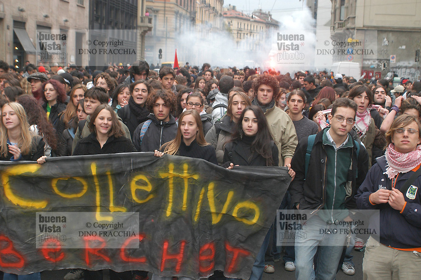 - high schools students manifestation against the school and university reform ..- manifestazione studenti delle scuole medie contro la riforma di scuola e università