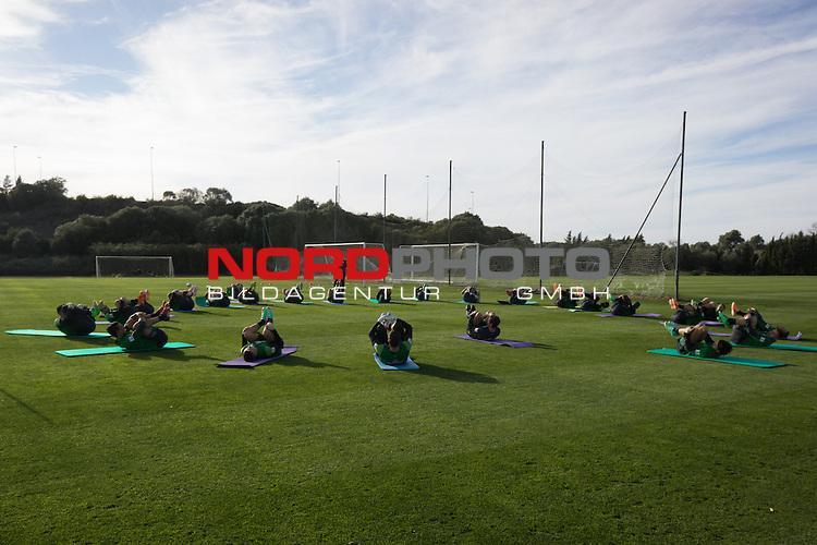 Trainingsgel&auml;nde, Jerez, ESP, 1.FBL, Trainingslager Werder Bremen 2014,  08.01.2014, <br /> <br /> Trainingsbeginn in Jerez unter blauem Himmel <br /> <br /> Foto &copy; nordphoto/ Kokenge