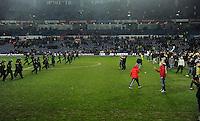 ATENCAO EDITOR IMAGEM EMBARGADA PARA VEICULOS INTERNACIONAIS - COPENHAGEM, DINAMARCA, 29 NOVEMBRO 2012 - Torcedores do Brondby IF comemoram a conquista da Copa da Dinamarca apos vitoria de 1 a 0 sobre o Kopenhagen na noite de ontem em Copenhagem capital da Dinamarca. (FOTO: PIXATHLON / BRAZIL PHOTO PRESS).
