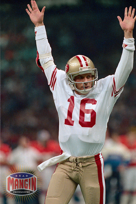 NEW ORLEANS, LA - Quarterback Joe Montana of the San Francisco 49ers signals for a touchdown during Super Bowl XXIV against the Denver Broncos at the Superdome in New Orleans, Louisiana on January 28, 1990. Photo by Brad Mangin