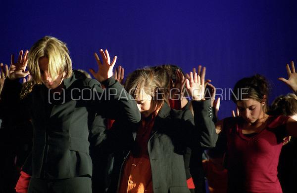 """Theatre company Lust Naar Kunst playing """"De Val"""" at the national Landjuweel festival (Belgium, 28/09/2006)"""